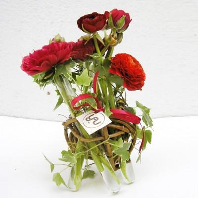 yau flori+aranjamet jos cu ranunculus rosu (1)