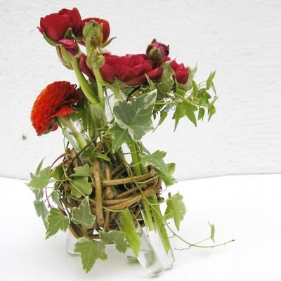 yau flori+aranjamet jos cu ranunculus rosu (3)