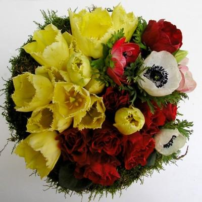 yau flori+buchet cu trandafiri lalele si anemone