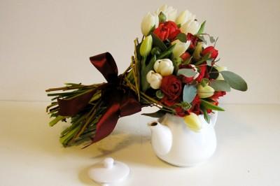 yau flori_buchet cu ranunculus si lalele