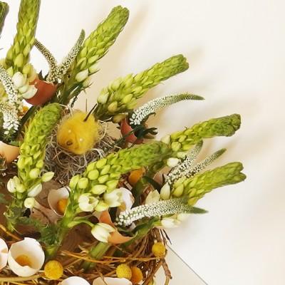 yau flori_aranjament pentru masa de paste cu veronica si ornitogalum