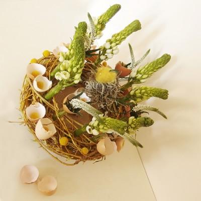 yau flori_aranjament pentru masa de paste cu ornitogalum si veronica