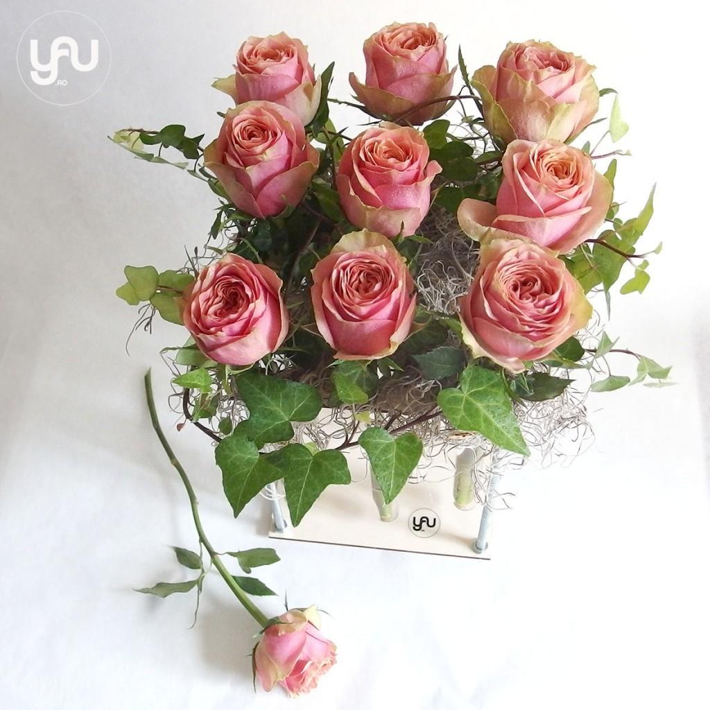yau concept_yau events_trandafiri ntr-un suport yau din lemn