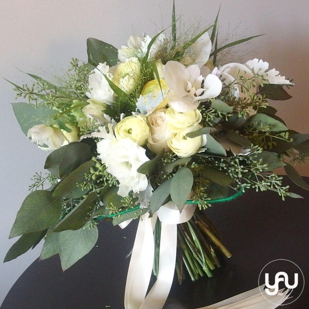 buchet-mireasa-flori-albe-ranunculus-helleborus-lisianthus-orhidee-_-yauconcept-_-elenatoader-3