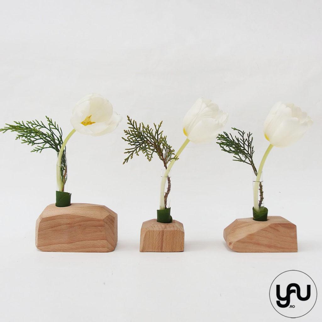lalele albe in structuri geometrice din lemn YaU