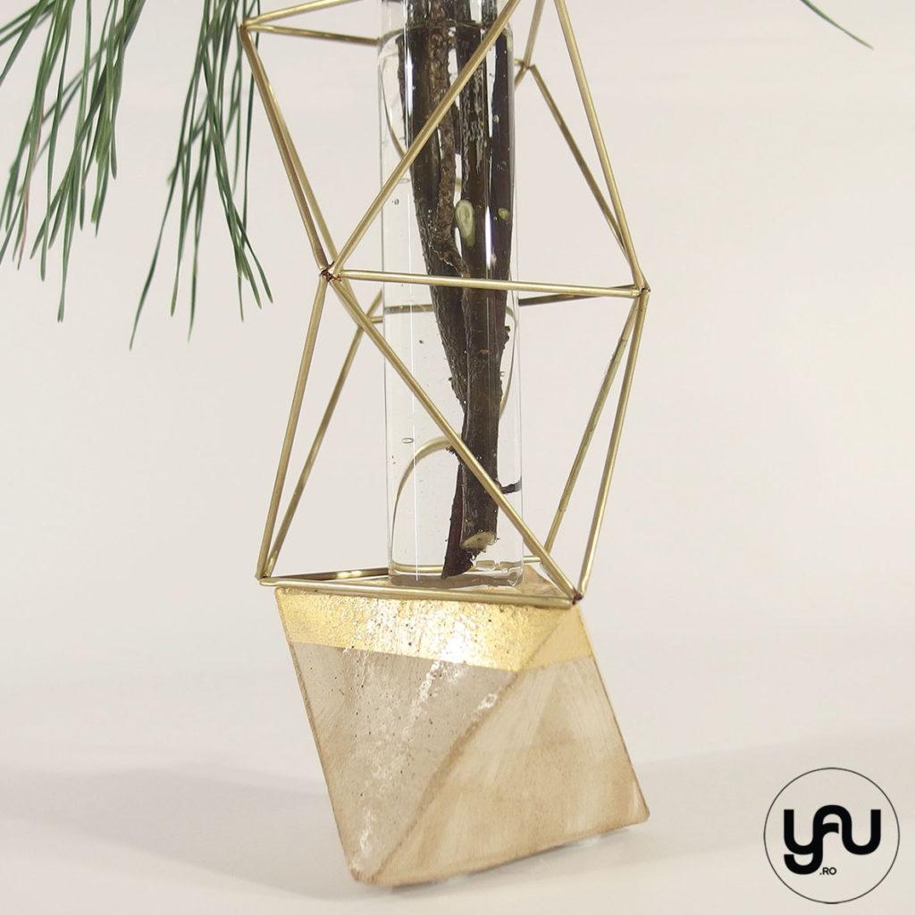 Aranjament floral CRACIUN geometric metal pin si ilex | YaU Craciun 2019 yau.ro yau concept elena toader