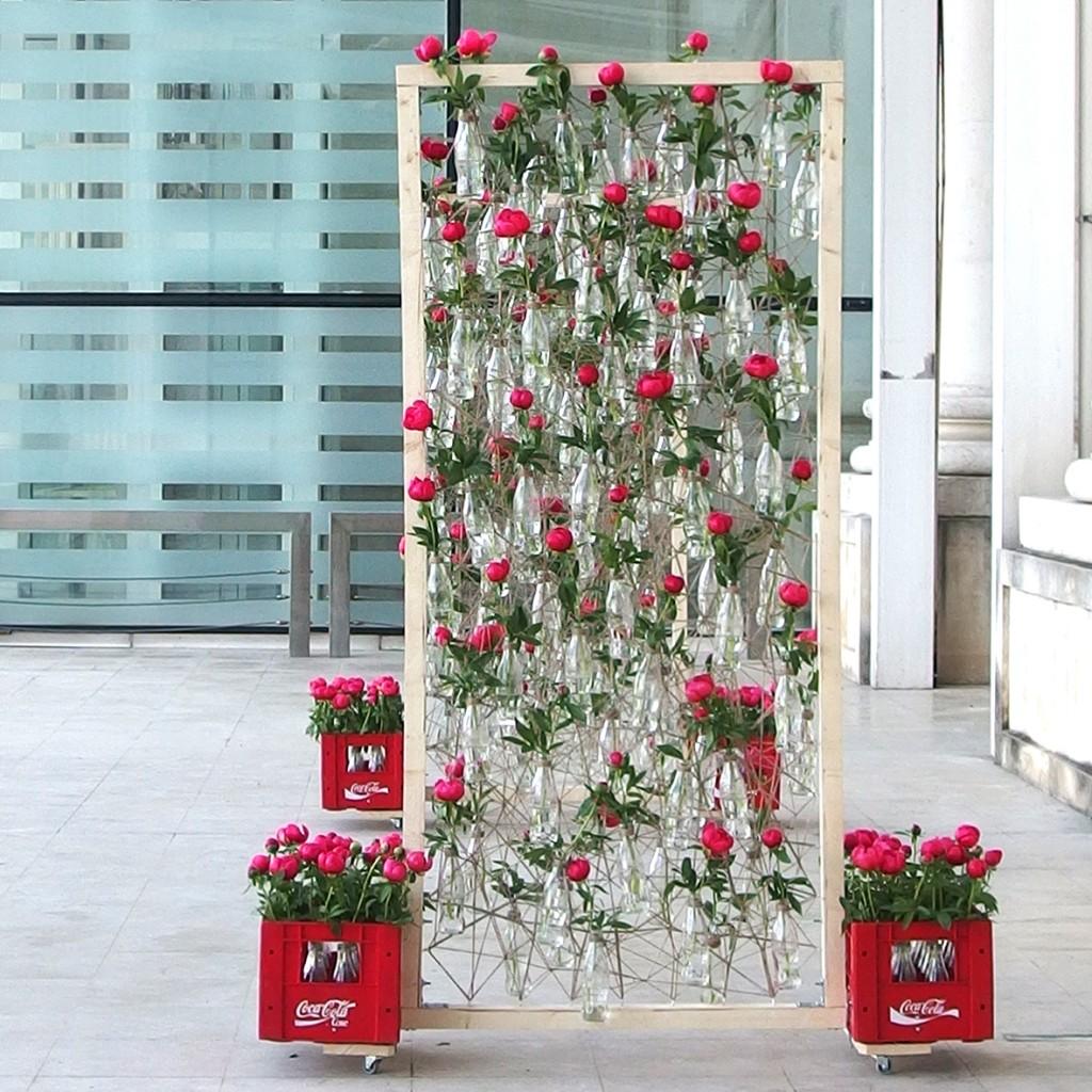 Instalatie cu bujori_100 de ani CocaCola