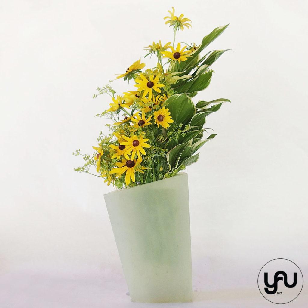 Asymmetric bouquet with rudbeckia YaUconcept ElenaTOADER