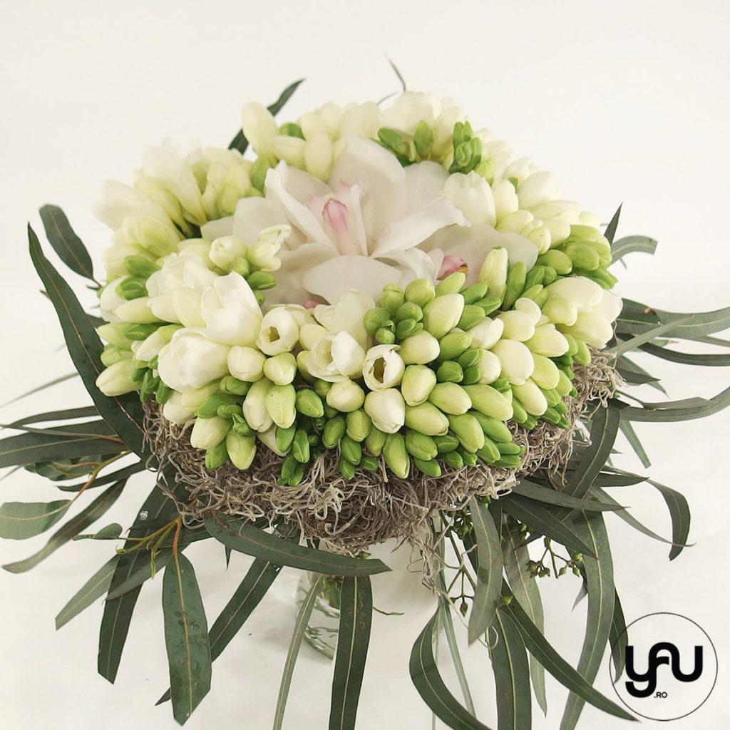 Buchet frezii albe yau.ro yau concept Elena Toader buchet martie buchet flori albe