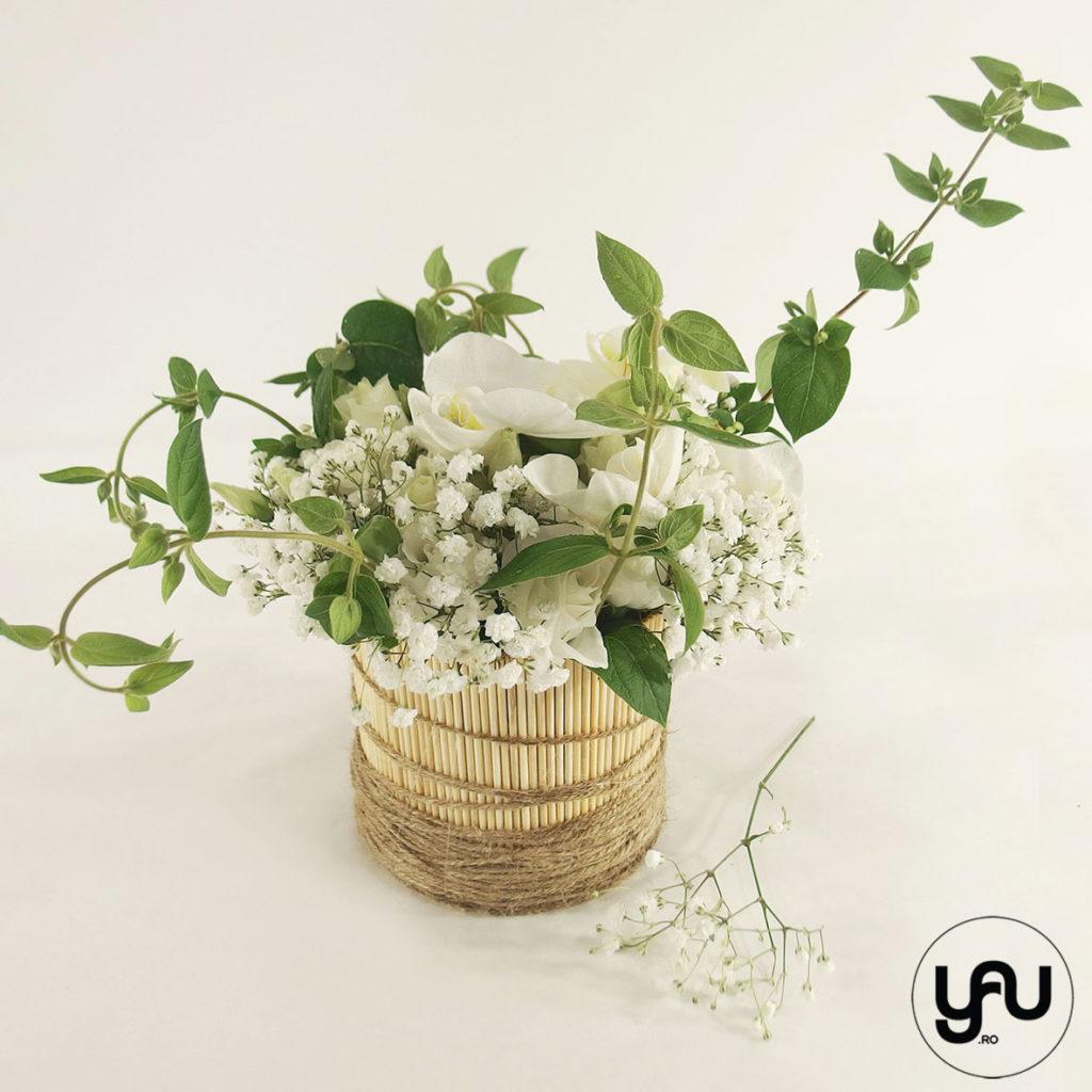 Aranjament flori albe si caprifoi yau.ro yau concept elena toader