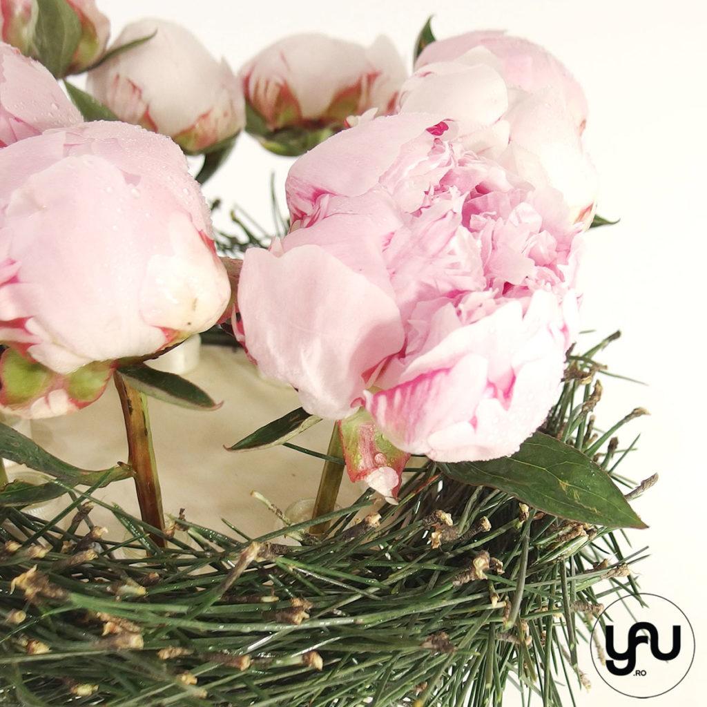 BUJORI si PIN aranjament bujori roz yau.ro yau concept elena toader