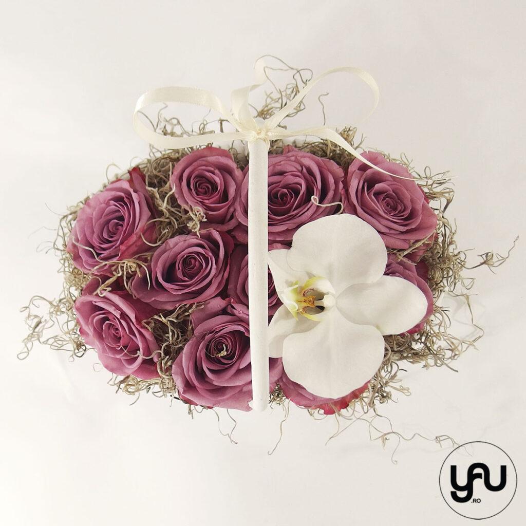 Cos cu trandafiri si orhidee