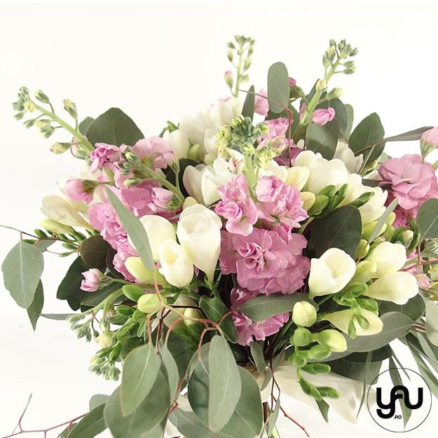 Flori ROZ pentru 8 MARTIE