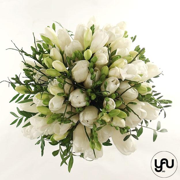 Buchet flori albe: FREZII si LALELE